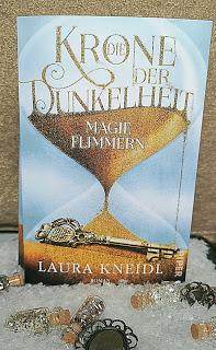 """""""Die Krone der Dunkelheit - Magieflimmern"""" von Laura Kneidl"""