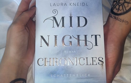 """Midnight Chronicles - Schattenblick"" von Laura Kneidl & Bianca Iosivoni"